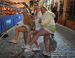 © Licensed to London News Pictures. 17/05/2021. Liverpool ,UK. Revellers enjoy a night out in Liverpool after lockdown restrictions were eased further. On Monday 17 May, pubs, bars and restaurants will welcome back customers indoors for the first time in more than five months, as Covid-19 restrictions are eased. Photo credit: Ioannis Alexopoulos/LNP