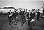 26/06/1967<br /> 06/26/1967<br /> 26 June 1967<br /> Irish Amateur Golf Team at Dublin Airport. The team pictured other return to Dublin after winning the European Amateur Golf Championship, (l-r): Tom Craddock; Tom Egan; R.C. Ewing (Captain); Vincent Nevin and David Sheen.