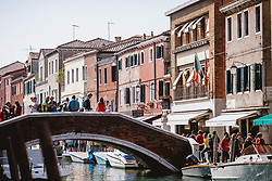 THEMENBILD - bunte Häuser und kleine Motorboote entlang des Wasserwegs in Murano, aufgenommen am 05. Oktober 2019 in Venedig, Italien // colorful houses and small motorboats along the waterway in Murano, in Venice, Italy on 2019/10/05. EXPA Pictures © 2019, PhotoCredit: EXPA/Stefanie Oberhauser