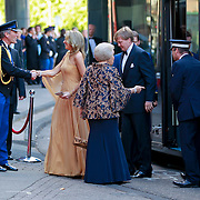 NLD/Amsterdam/20110527 - 40ste verjaardag Prinses Maxima, Aankomst Koningin Beatrix,Prinses Maxima en Kroonprins Willem Alexander