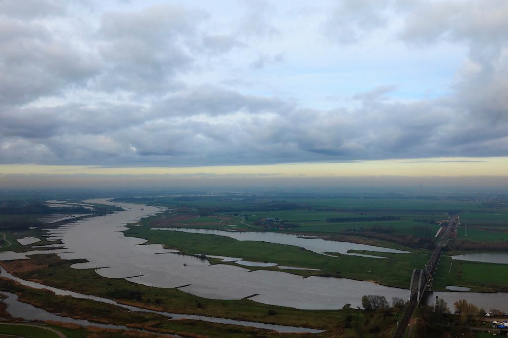 Nederland, Gelderland, Culemborg, 15-11-2010; Spoorbrug over de Lek bij Goilberdingerwaard, .luchtfoto (toeslag), aerial photo (additional fee required).foto/photo Siebe Swart