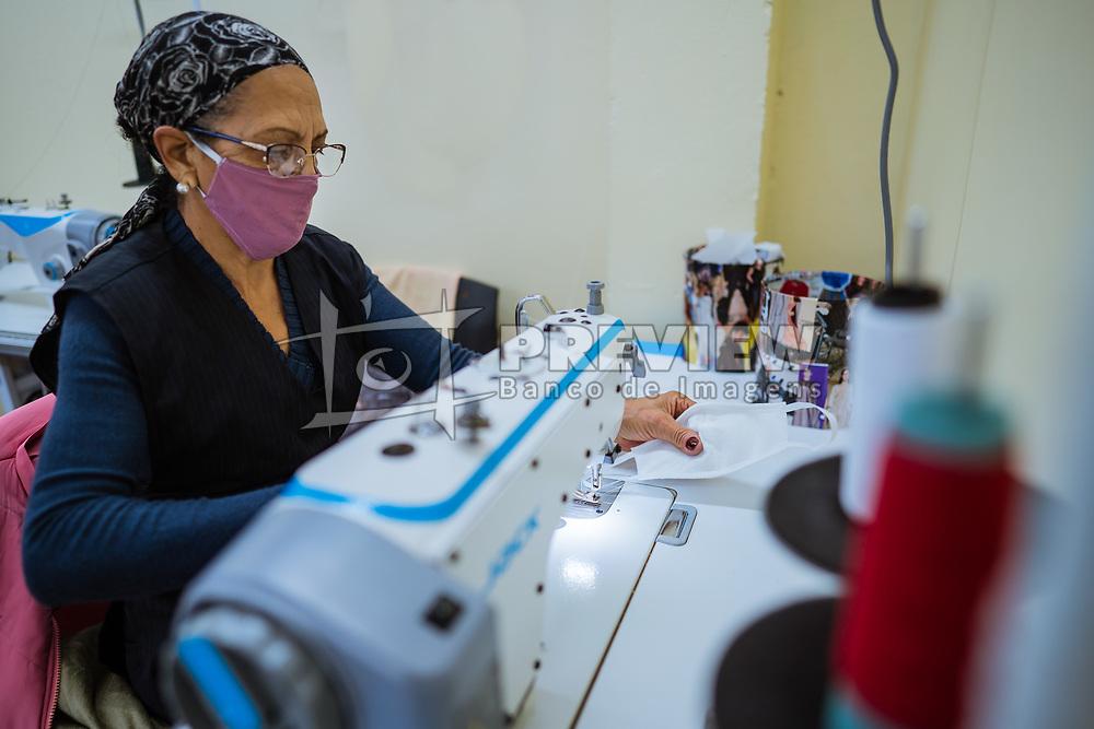Fotos da produção das máscaras na cooperativa Novos Horizontes. FOTO: Cesar Lopes/ Agência Preview