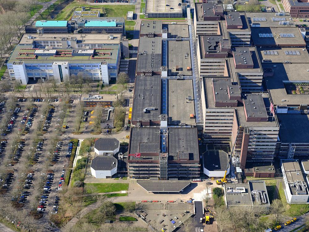 Nederland, Noord-Holland, Amsterdam, 23-03-2020; Holendrecht, Academisch Medisch Centrum AMC in Amsterdam Zuidoost. Het ziekenhuis is druk bezig de capaciteit uit te breiden ivm met de verachte toevloed van Corona patiënten.. Universiteitsziekenhuis en poliklinieken, faculteit geneeskunde. <br /> AMC Academic Medical Center in Amsterdam; university hospital and outpatient clinics, faculty of medicine.<br /> <br /> luchtfoto (toeslag op standaard tarieven);<br /> aerial photo (additional fee required)<br /> copyright © 2020 foto/photo Siebe Swart