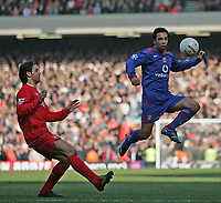 Photo: Lee Earle.<br /> Liverpool v Manchester United. The FA Cup. 18/02/2006. Liverpool's Fernando Morientes (L) watches Kieran Richardson.