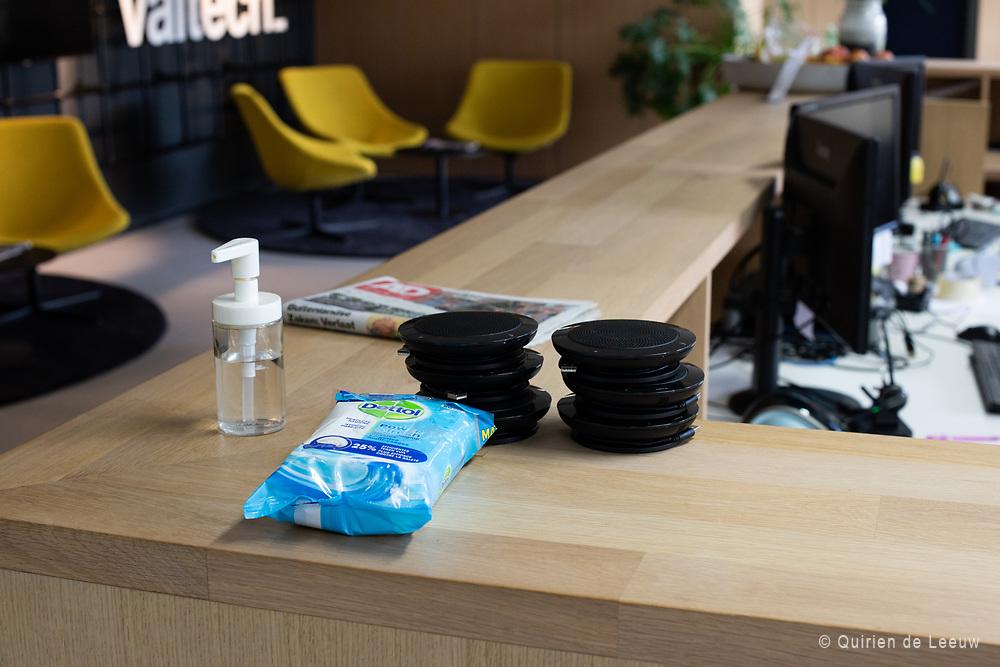 Maatregelen worden genomen voor alle bedrijven in Nederland. Desinfecterende middelen gebruiken tegen verspreiding van het Corona virus is een van de eerste maatregelen voor medewerkers