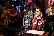 Start van de 21e editie van de Top 2000 op NPO Radio 2 met Radio DJ Bart Arens in het Top 2000 cafe in Beeld en Geluid, Hilversum