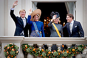 Queen Maxima and Willem-Alexander King arrive with the Glazenkoets at the Knights on Budget Day prior to the throne speech. Every third Tuesday of September is Budget Day, the festive opening of the new parliamentary year of the States General (the Senate and House). His Majesty the King on Budget Day rides in the Golden Carriage to the Binnenhof in The Hague speaks during the joint session of the States General in the Knights from the throne speech. <br /> Prins Constantijn en Prinses Laurentien met Koning Willem Alexander en Koningin Maxima