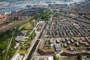 Nederland, Amsterdam, Westerpark, 25-05-2010. groot overzicht westelijk Amsterdam. Linksonder terrein Westergasfabriekterrein (cultuurpark Westergasfabriek) en boven het Westerpark de Spaandammerbuurt. Rechtsonder het voormalige terrein gemeentelijke drinkwaterleidingbedrijf, met watertoren, nu een milieuvriendelijke en autovrije woonwijk, het GWL-terrein en de Staatsliedenbuurt. Op het tweede plan het IJ en de IJ-oevers, met vlnr: havens, Silodam, Westerdok en Centraal Station. .Grand overview western part inner city..luchtfoto (toeslag), aerial photo (additional fee required).foto/photo Siebe Swart