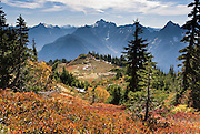 From Mount Dickerman, view Del Campo, Morning Star, Sperry, and Vesper Peaks (left to right) and fall foliage colors in Mount  Baker-Snoqualmie National Forest. Hike Mount Dickerman Trail #710 from the Mountain Loop Highway, east of Verlot Visitor Center, Washington, USA.