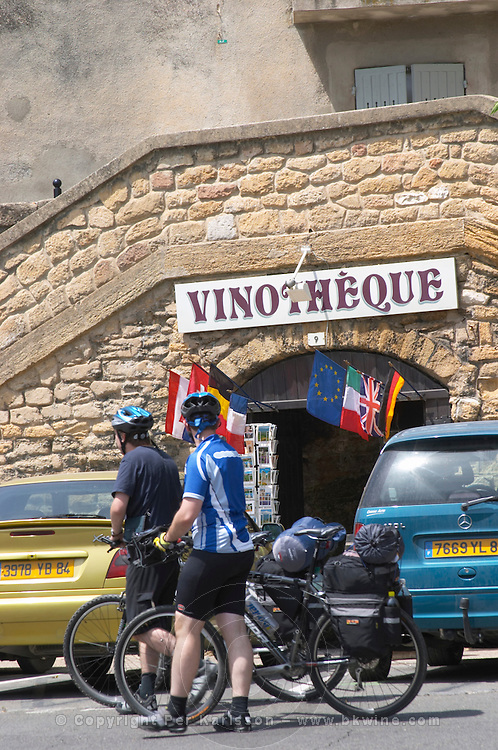 wine shop cyclists vinotheque chateauneuf du pape rhone france