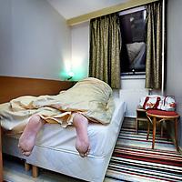 Nederland, Amsterdam , 1 februari 2010..Het DamHotel in Amsterdam staat op de zesde plaats van de meest smerige hotels in Europa..Bezoekers hebben op Tripadvisor , een gerenommeerde Engelse hotelbeoordelingswebsite, over het algemeen geen goed woord over voor het hotel op het Damrak. Van de 32 beoordelaars raadt maar liefst 83 % een overnachting ten zeerste af.