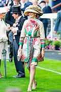 Koning Willem-Alexander en koningin Máxima hebben dinsdag in de koets met koningin Elizabeth en haar zoon prins Andrew deelgenomen aan de 'koninklijke optocht' op de racebaan van Ascot.<br /> <br /> King Willem-Alexander and Queen Máxima took part in the carriage with Queen Elizabeth and her son Prince Andrew on Tuesday in the 'royal parade' on the Ascot race track.<br /> <br /> Op de foto / On the photo: