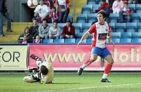 Fotball , 5. juni 2006, Tippeligaen Eliteserien , FC Lyn Oslo - Viking FK , Espen Hoff med stor sjanse før pause som Anthony Basso reddet Foto: Kasper Wikestad