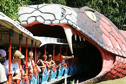 O parque Beto Carrero World é considerado o maior parque tematico do mundo. Entre as diversas atrações, destacam-se os shows de: Excalibur, West Selvagem, Aguas Dançantes, Africa Misteriosa e os brinquedos como a Montanha Russa, Trem Fantasma, Tchibum, Big Tower e o Imperio das Aguas. O parque Beto Carrero World fica ao norte da ilha de Florianopolis, que anteriormente era conhecida como Nossa Senhora do Desterro. A capital de Santa Catarina possui clima ameno, uma area de 436,5 Km2 e 360 mil habitantes. FOTO: Jefferson Bernardes/Preview.com