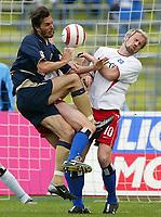 Fotball<br /> Bundesliga 2003/04<br /> 1860 München v Hamburger SV<br /> 17. april 2004<br /> Foto: Digitalsport<br /> NORWAY ONLY<br /> <br /> Martin Stranzl, 1860, og Sergej Barbarez, HSV