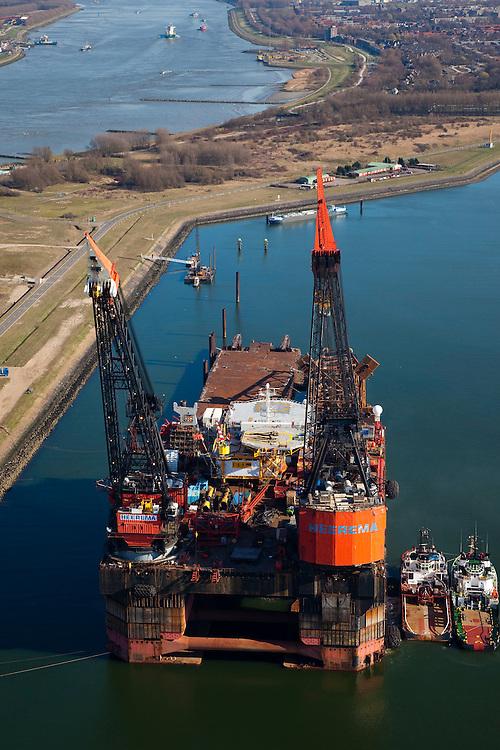 Nederland, Zuid-Holland, Rotterdam, 20-03-2009; Hermod, kraanschip van Heerema Marine Contractors (HMC) in het Calandkanaal. Het werkschip is een zgn. half-afzinkbaar schip waardoor het schip ook onder extreme weersomstandigheden operationeel kan zijn. Het schip heeft een helikopterdek (heliplat) en is voorzien van twee kranen voor gebruik bij constructiewerkzaamheden in de offshore. Hermod, semi submersible crane vessel (SSCV) of Heerema Group. The ship has two cranes for offshore construction and a helicopter deck (or heli pad)..Swart collectie, luchtfoto (toeslag); Swart Collection, aerial photo (additional fee required).foto Siebe Swart / photo Siebe Swart
