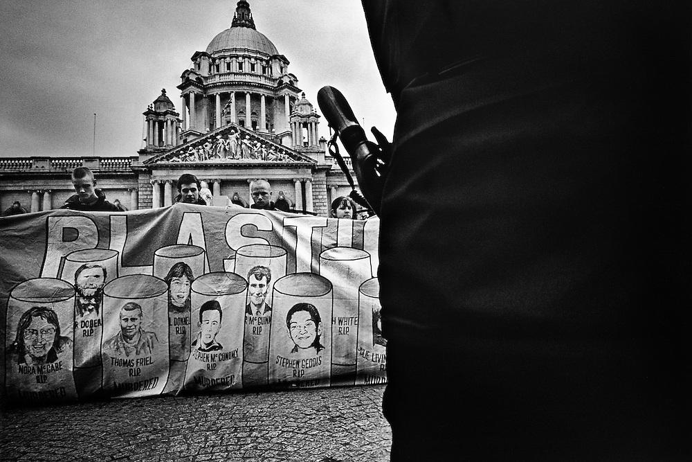 Manifestation catholique contre l'usage des plastic-bullet anglaise, City Hall, Belfast.