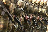 16 OCT 2001, BERLIN/GERMANY:<br /> Bundeswehrsoldaten, angetreten mit Gewehr, waehrend der Ausbildung des KFOR-Einsatzverbandes, Infanterieschule des Heeres, Hammelburg<br /> IMAGE: 20011016-01-045<br /> KEYWORDS: Bundeswehr, Armee, Soldat, soldier