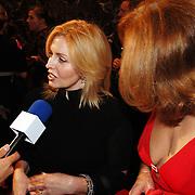 NLD/Amsterdam/20051128 - Uitreiking Beau Monde Awards 2005, Anita van der Hoeven en Liz Snoyink