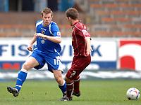 Photo: Paul Greenwood.<br />Burnley FC v Cardiff City. Coca Cola Championship. 09/04/2007.<br />Cardiff's Stephen McPhail, (L) nutmegs Jon Harley