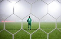 Kevin Stuhr Ellegaard (FC Helsingør) ser ud i tæt tåge under kampen i 1. Division mellem FC Helsingør og Fremad Amager den 27. november 2020 på Helsingør Stadion (Foto: Claus Birch).