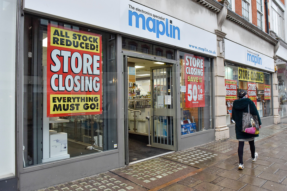 © Licensed to London News Pictures. 09/03/2018. LONDON, UK. Discount signs have been hung on the windows of the Maplins electrical store on Tottenham Court Road, the once traditional home to many electronics stores.  Maplins entered administration on 28 February 2018 after suffering from the financial constraint of a lack of credit insurance.  Whilst Maplins 200 stores continue to trade, the administrator, PricewaterhouseCoopers, has made 63 head office staff redundant warning that unless a buyer is found soon, it would begin to close stores down.   Photo credit: Stephen Chung/LNP