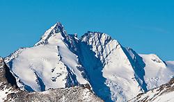 31.10.2010, Kals, AUT, Vermisstensuche am Grossglockner, 3 Polnische Alpinisten sind am Grossglockner in Bergnot geraten. Sowohl von der Adlersruhe (Erzherzog Johann Hütte) als auch von der Stüdlhütte aus machten sich am Sonntagnachmittag Bergretter aus Kals und Alpinpolizisten auf die Suche nach drei vermissten Polen am Großglockner. Sie hatten lediglich die Information, dass einer der Bergsteiger bereits am Samstag abend im Stüdlgrat, rund 100 Meter unterhalb des Gipfels einen Unterschenkelbruch erlitten hatte und dass einer der Alpinisten abgestiegen war um Hilfe zu holen. .Gegen 18.30 fand die 16-köpfige Rettertruppe, die von der Adlersruhe aufgestiegen war, einen der Polen am Kleinglockner. Einer der drei vermissten polnischen Alpinisten wurde am Sonntagabend von den Bergrettern im Bereich des Kleinglockners tot aufgefunden. Um 21.15 musste die Suche nach den Vermissten wegen widrigster Wetterbedingungen im Gipfelbereich des Großglockners abgebrochen werden..Zwei Personen werden noch vermisst. Hier im Bild der Gerossglockner, Aufnahme vom 20.10.2007. EXPA Pictures © 2010, PhotoCredit: EXPA/ J. Groder