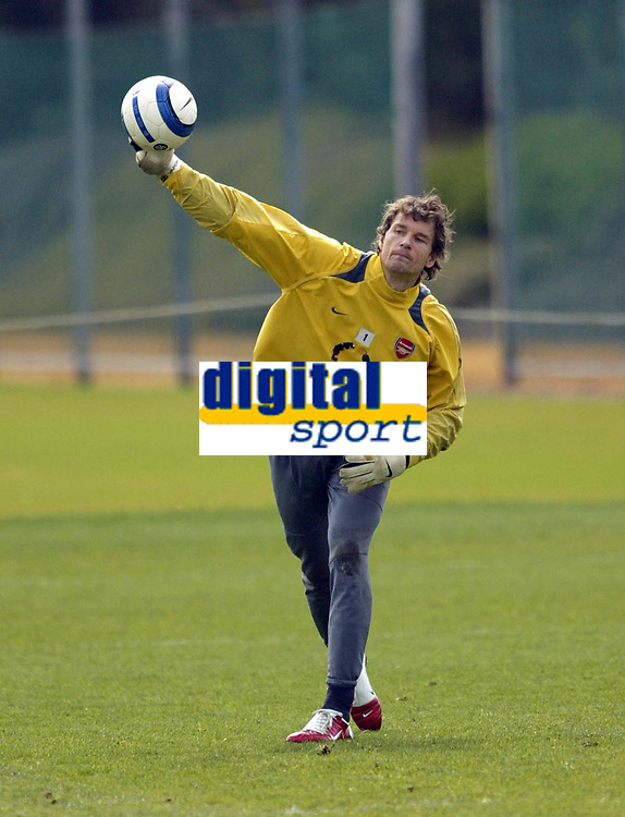 Photo: Chris Ratcliffe.<br />Arsenal Training Session. UEFA Champions League. 18/04/2006.<br />Jens Lehmann throws out during training