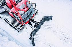 THEMENBILD - Ein PistenBully 600, hergestellt von der Kässbohrer Geländefahrzeug AG, aufgenommen am 25. Dezember 2019 in Bischofshofen, Österreich // A PistenBully 600 snow groomer, manufactured by Kaessbohrer Gelaendefahrzeug AG, Bischofshofen, Austria on 2019/12/25. EXPA Pictures © 2019, PhotoCredit: EXPA/ JFK