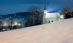 21.12.2010, Kaprun, AUT, Winterlandschaft, im Bild Feature, die verschneite Burgkapelle von Kaprun, in der Nacht, mit einer verschneiten Wiese, EXPA Pictures © 2010, PhotoCredit: EXPA/ J. Feichter