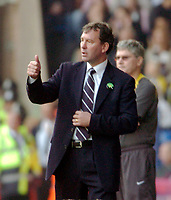 Photo: Leigh Quinnell.<br /> West Bromwich Albion v Arsenal. The Barclays Premiership.<br /> 15/10/2005. West Brom manager Bryan Robson gives thumbs up to the win.