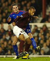 Photo: Daniel Hambury.<br />Arsenal v Manchester United. The Barclays Premiership.<br />03/01/2006.<br />Arsenal's Thierry Henry and United's John O'Shea battle.