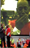 Photo: Daniel Hambury.<br />Arsenal v Wigan Athletic. The Barclays Premiership. 07/05/2006.<br />Arsenal legand Ian Wright is emotional at the end.