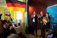 DEU, Deutschland, Germany, Hönow bei Berlin, 09.09.2017: V.l.n.r. Thorsten Weiß, Vorsitzender Junge Alternative Berlin, Thüringens AfD-Chef Björn Höcke, Jeannette Auricht (MdA Berlin, AfD), bei einer Wahlveranstaltung der Partei Alternative für Deutschland (AfD) im Restaurant Mittelpunkt der Erde.