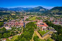 France, Pyrénées-Atlantiques (64), Pays Basque, Saint-Jean-Pied-de-Port, la Citadelle de Mendiguen et la ville // France, Pyrénées-Atlantiques (64), Basque Country, Saint-Jean-Pied-de-Port