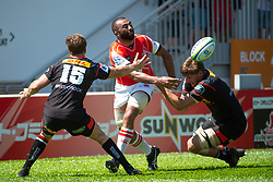 May 19, 2018 - Hong Kong, Hong Kong, China - Left flanker, Michael Leitch passes the ball.Japanese team Sunwolves win 26-23 over South Africa's Stormers in Rugby Super League's Hong Kong debut. Mong Kok Stadium, Hong Kong . Photo Jayne Russell (Credit Image: © Jayne Russell via ZUMA Wire)
