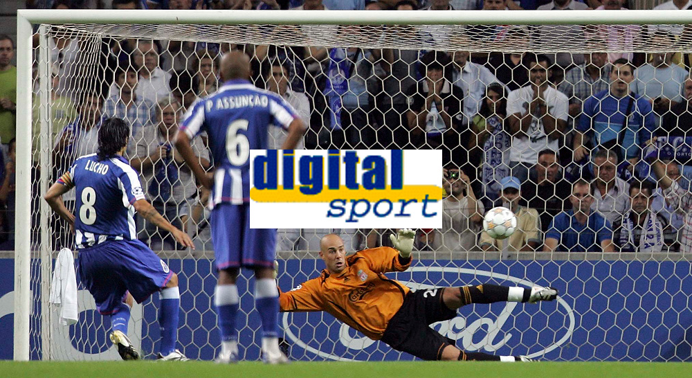 Photo: Paul Thomas.<br /> Porto v Liverpool. UEFA Champions League Group A. 18/09/2007.<br /> <br /> Pepe Reina (R) of Liverpool is beaten in a penalty by Lucho Gonzalez (8).