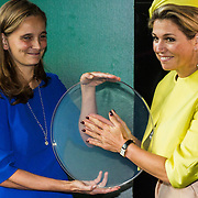 NLD/Amsterdam/20140930 - Konining Maxima opent museum Micropia, openingshandeling