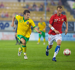 TEPLICE, CZECH REPUBLIC - SATURDAY, SEPTEMBER 2nd , 2006: Wales' Simon Davies and Czech Republic's David Rozehnal during the opening UEFA Euro 2008 Group D qualifying match at the Na Stinadlech Stadium. (Pic by David Rawcliffe/Propaganda)