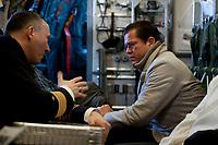 30 NOV 2010, JAGEL/GERMANY:<br /> Karl-Theodor zu Guttenberg, CSU, Bundesverteidigungsminister, im Gespraech mit seinem Adjudanten, waehrend dem Flug mit einer Transall zum Fliegerhorst Jagel anl. der  Rueckkehr der in Afghanistan eingesetzten RECCE TORNADO Aufklaerungsjets<br /> IMAGE: 20101130-01-008<br /> KEYWORDS: Bundeswehr, Armee, Luftwaffe, Gespräch