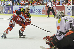 14.12.2014, Stadthalle, Klagenfurt, AUT, EBEL, EC KAC vs Dornbirner Eishockey Club, 27. Runde, im BildManuel Geier (EC KAC, #21), Nathan Lawson (Dornbirner Eishockey Club, #52) // during the Erste Bank Icehockey League 27th round match betweeen EC KAC and Dornbirner Eishockey Club at the City Hall in Klagenfurt, Austria on 2014/12/14. EXPA Pictures © 2014, PhotoCredit: EXPA/ Gert Steinthaler