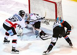 12.11.2019, Keine Sorgen Eisarena, Linz, AUT, EBEL, EHC Liwest Black Wings Linz vs HC Orli Znojmo, 19. Runde, im Bild v.l. Jakub Stehlik (HC Orli Znojmo), Tormann Teemu Tapio Lassila (HC Orli Znojmo), Valentin Leiler (EHC Liwest Black Wings Linz) // during the Erste Bank Eishockey League 19th round match between EHC Liwest Black Wings Linz and HC Orli Znojmo at the Keine Sorgen Eisarena in Linz, Austria on 2019/11/12. EXPA Pictures © 2019, PhotoCredit: EXPA/ Reinhard Eisenbauer