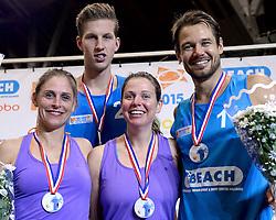 04-01-2015 NED: Open NK Indoor Beachvolleybal, Aalsmeer<br /> Elke Schuil-Wijnhoven, Mered de Vries, Christiaan Varenhorst en Reinder Nummerdor winnen het NK Beachvolleybal