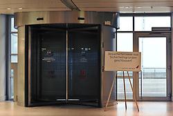 19.11.2010, Flughafen, Bremen, GER, Sicherheitsmaßnahmen am Airport Bremen, im Bild Aus Sicherheitsgründen wurde die Besucherterrasse gesperrt   EXPA Pictures © 2010, PhotoCredit: EXPA/ nph/  Frisch+++++ ATTENTION - OUT OF GER +++++
