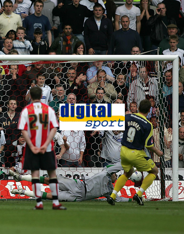 Photo: Lee Earle.<br /> Southampton v Derby County. Coca Cola Championship. Play Off Semi Final, 1st Leg. 12/05/2007.Derby's Steve Howard (R) beats Southampton keeper Bartosz Bialkowski to score thier second goal from the penalty spot.