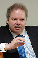 24 NOV 2006, BERLIN/GERMANY:<br /> Utz Claassen, Vorstandsvorsitzender Energie Baden-Wuerttemberg, EnBW, waehrend einer Diskussionsveranstaltung mit Betreibsraeten von Energieversorgungsbetrieben, EnBW Hauptstadtrepraesentanz<br /> IMAGE: 20061124-01-053