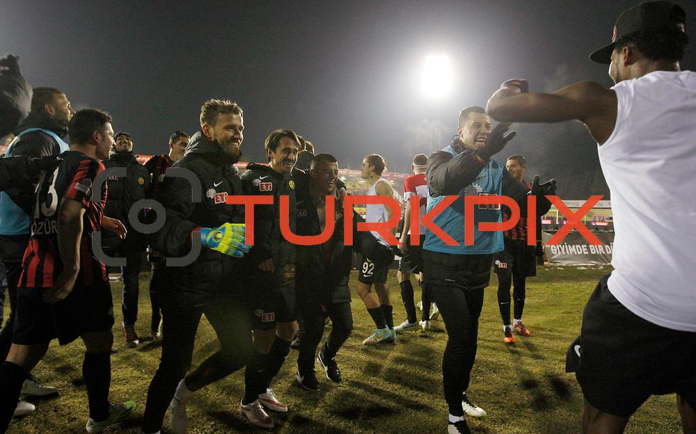 Eskisehirspor's players celebrate victory during their Turkish superleague soccer match Eskisehirspor between Besiktas at the Ataturk Stadium in Eskisehir Turkey on Sunday 22 February 2015. Photo by Kurtulus YILMAZ/TURKPIX