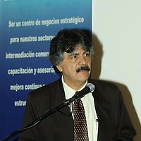 """Metepec, Mex.- Miguel Ángel García Reyes, catedrático internacional, dicto una conferencia magistral con el tema del petróleo, """" Lo que no se ha dicho en los debates"""", organizada por la Cámara Nacional de Comercio (CANACO). Agencia MVT / José Hernández. (DIGITAL)<br /> <br /> <br /> <br /> NO ARCHIVAR - NO ARCHIVE"""