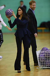 September 24, 2018 - Loughborough, United Kingdom - Image licensed to i-Images Picture Agency. 24/09/2018. Loughborough, United Kingdom.  Prince Harry and Meghan Markle, the Duke and Duchess of Sussex,  join graduates in netball training at the Coach Core Awards at Loughborough University, United Kingdom. (Credit Image: © Pool/i-Images via ZUMA Press)