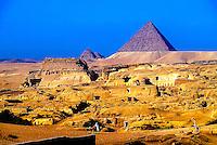 Landscape; analog; horizontal; Africa; North Africa; Egypt; scenery; pyramids; Pyramid Of Menkaure; Mycerinus; Giza; Cairo; horses; people; desert; travel; travel destination; international locations; DPS